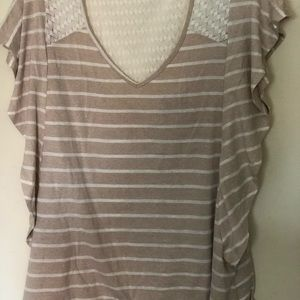 T-shirt with lace back and top of front